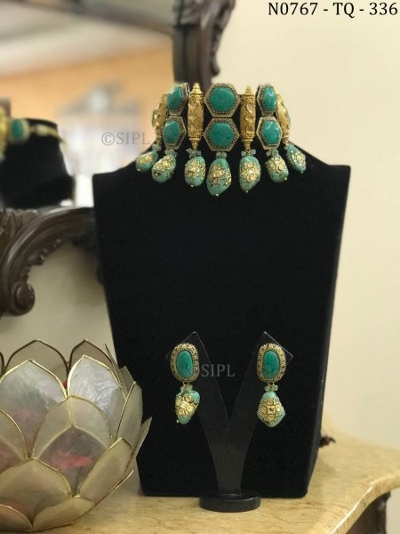 Antique Design Colored Stone Necklace Set