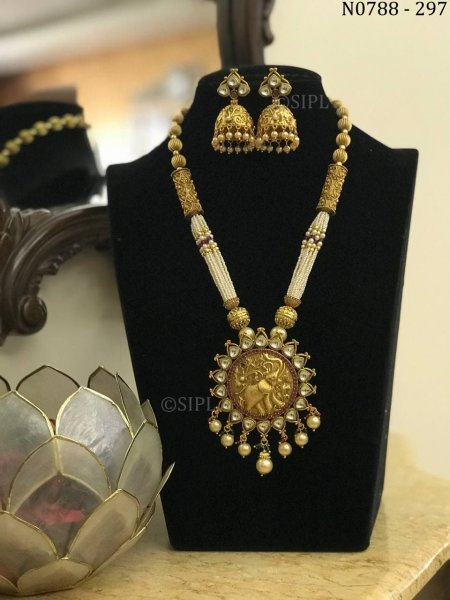 Amazing Design Kundan Temple Jewellery Set