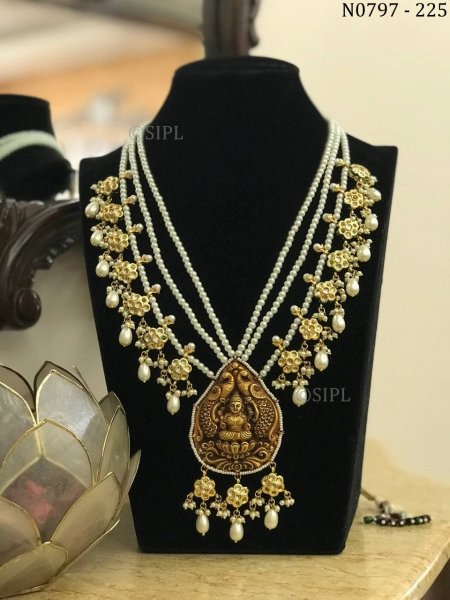 Classic Design Goddess Laxmi Necklace Set