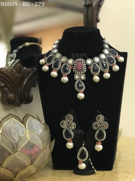 Amazing Design Carved Stone Necklace Set